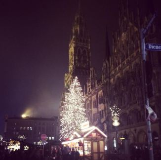 The tree in front of the Glockenspiel
